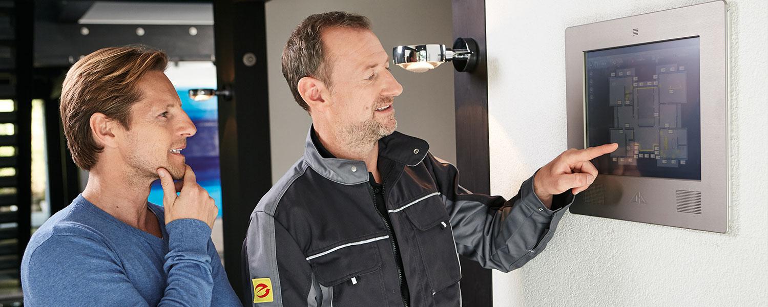 technische Beratung eines Bauherren der Elektroanlage